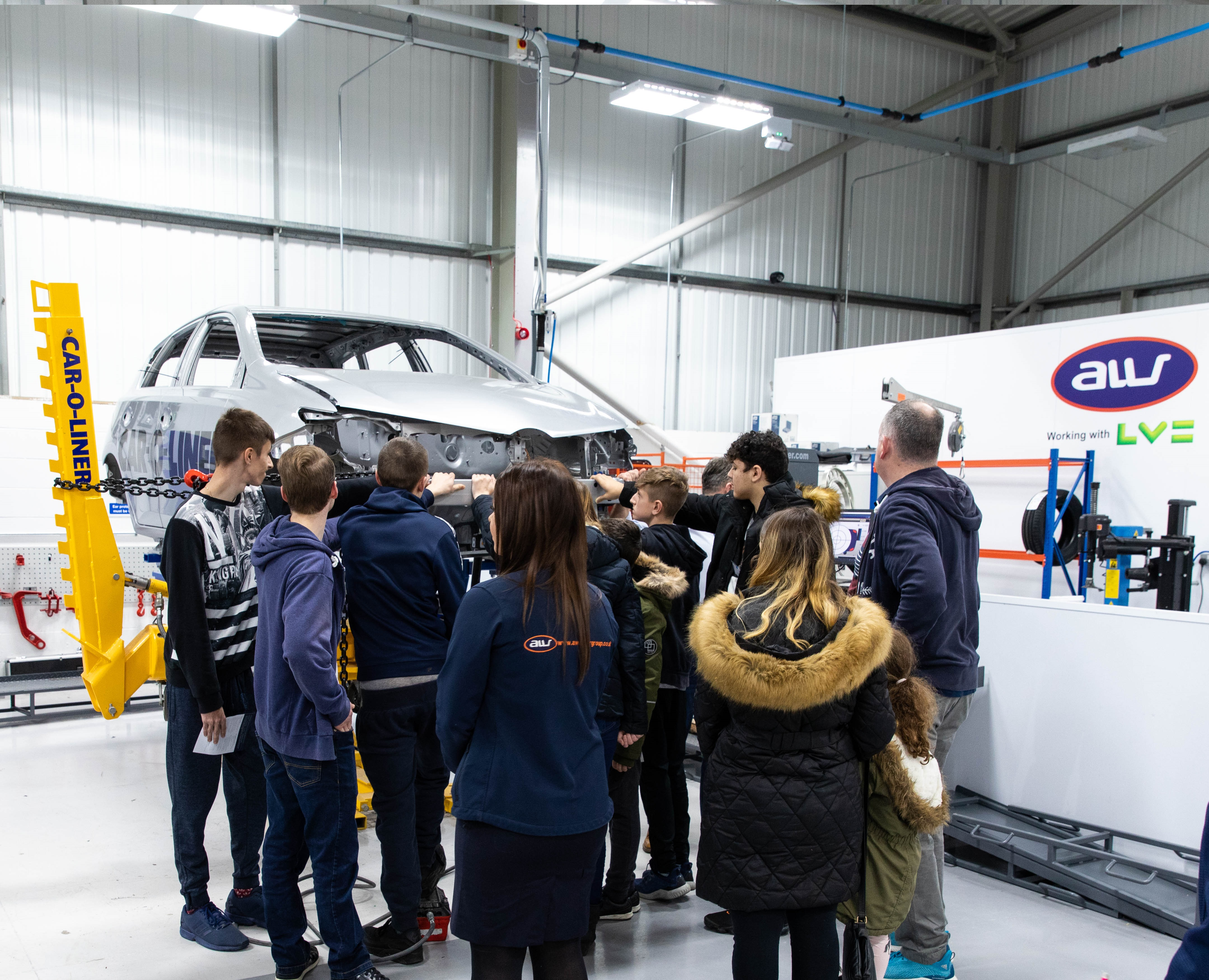 Dynamic video captures AW's buzzing Apprentice Showcase